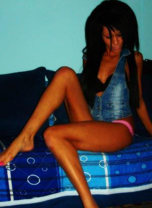 Valene from Kellogg, Idaho is looking for adult webcam chat
